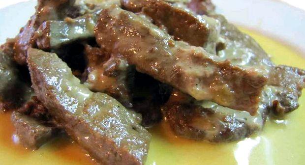 Гуляш из говяжьей печени с подливкой рецепт с фото пошагово