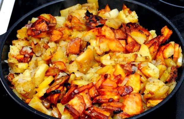 Как жарить картошку на сковороде рецепт с фото