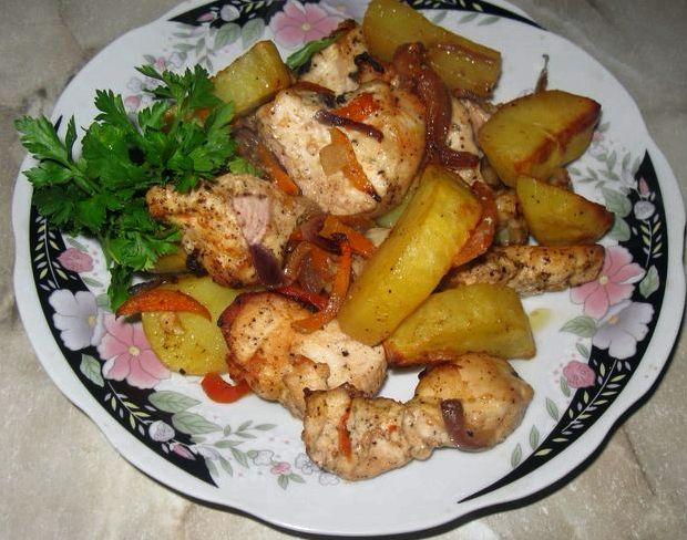 Картошка с куриной грудкой в духовке рецепт с фото