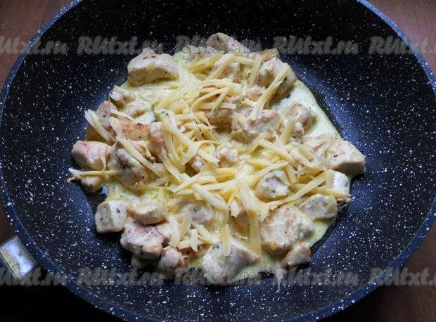 Куриное филе в сметанном соусе на сковороде рецепт