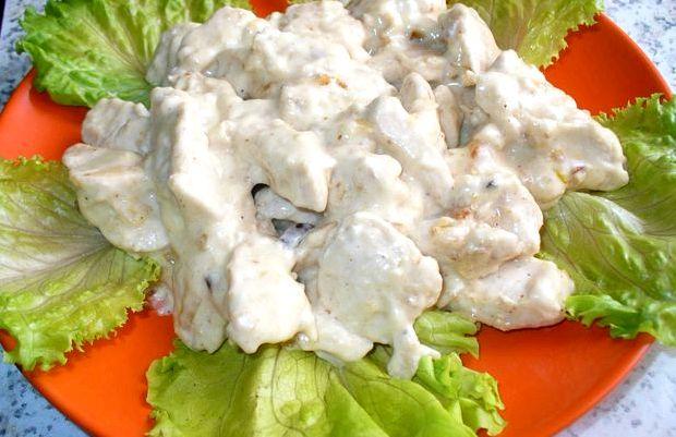 Кусочки курицы в сметанном соусе на сковороде рецепт с фото