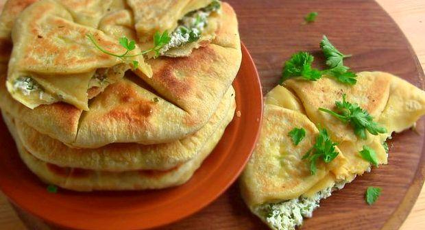 Лепешки на сковороде с зеленью и творогом рецепт с фото