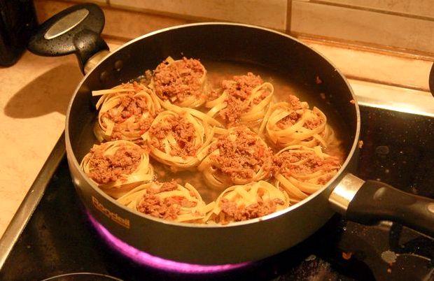 Макароны с фаршем на сковороде рецепт с фото пошагово