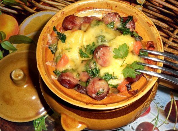 Мясо с картошкой и грибами в горшочке в духовке рецепт с фото