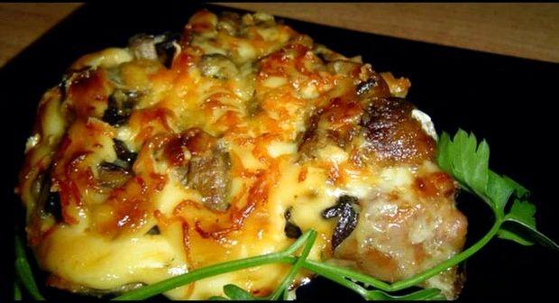 Мясо в духовке с картошкой и грибами рецепт с фото
