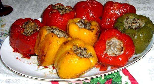 Перец фаршированный мясом и рисом запеченный в духовке рецепт с фото