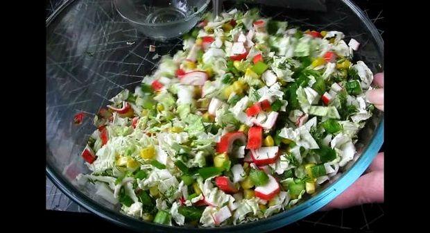 Рецепт салат с крабовыми палочками и капустой
