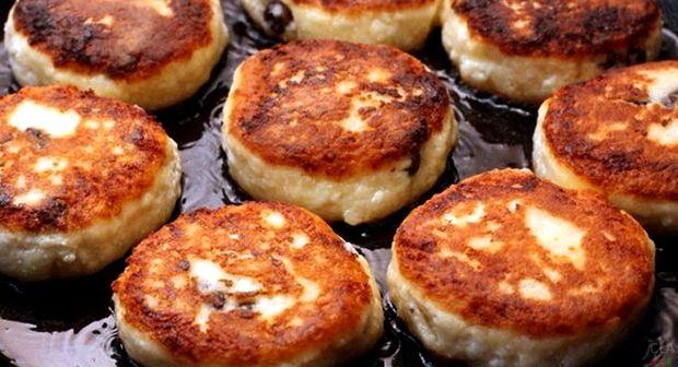 Рецепт сырников из творога на сковороде с манкой