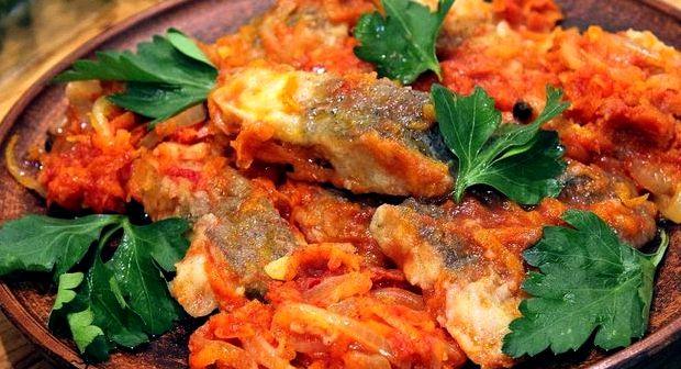 Рыба в томате с морковью и луком рецепт с фото