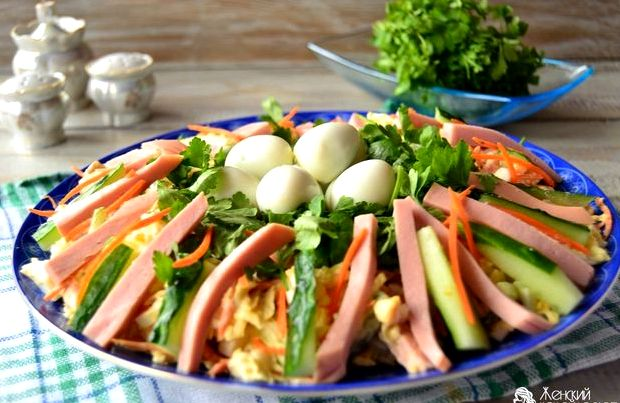 Салат гнездо глухаря рецепт с перепелиными яйцами с фото
