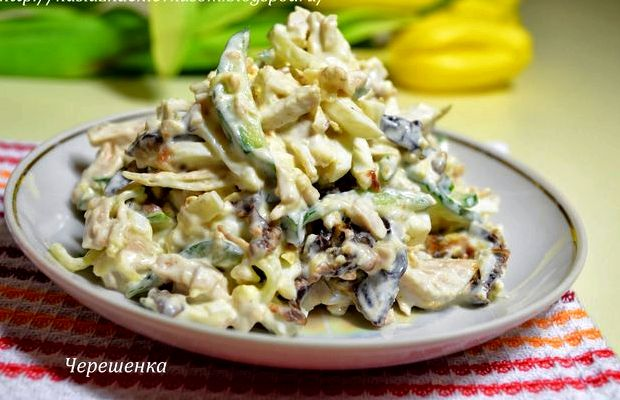 Салат с курицей и грибами и огурцом слоями рецепт с фото