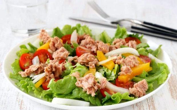 Салат с тунцом консервированным рецепт простой с огурцом