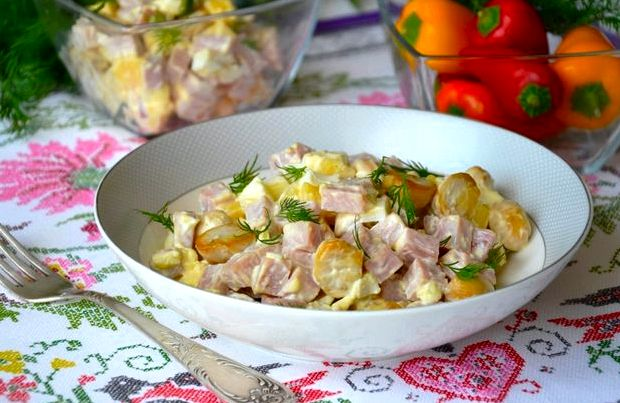 Салат с ветчиной и с сыром рецепт с фото пошагово