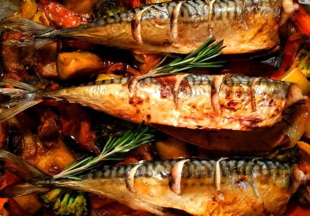 Запечённая скумбрия с овощами в духовке рецепт с фото