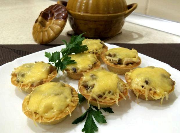 Жульен с курицей и грибами в тарталетках рецепт